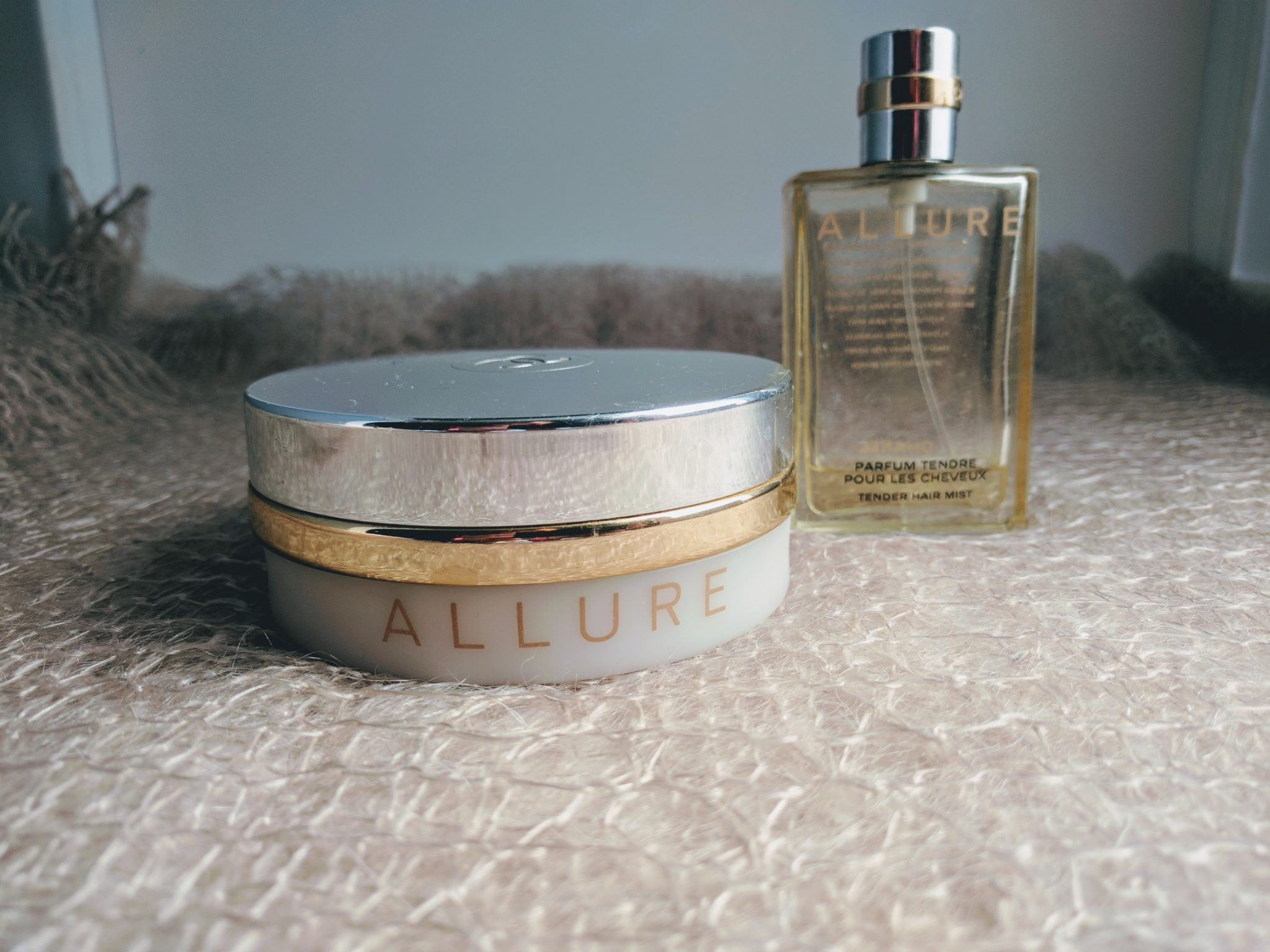 Луксузне пикантерије Chanel Allure Tender body powder and Chanel Allure Perfumed hair mist
